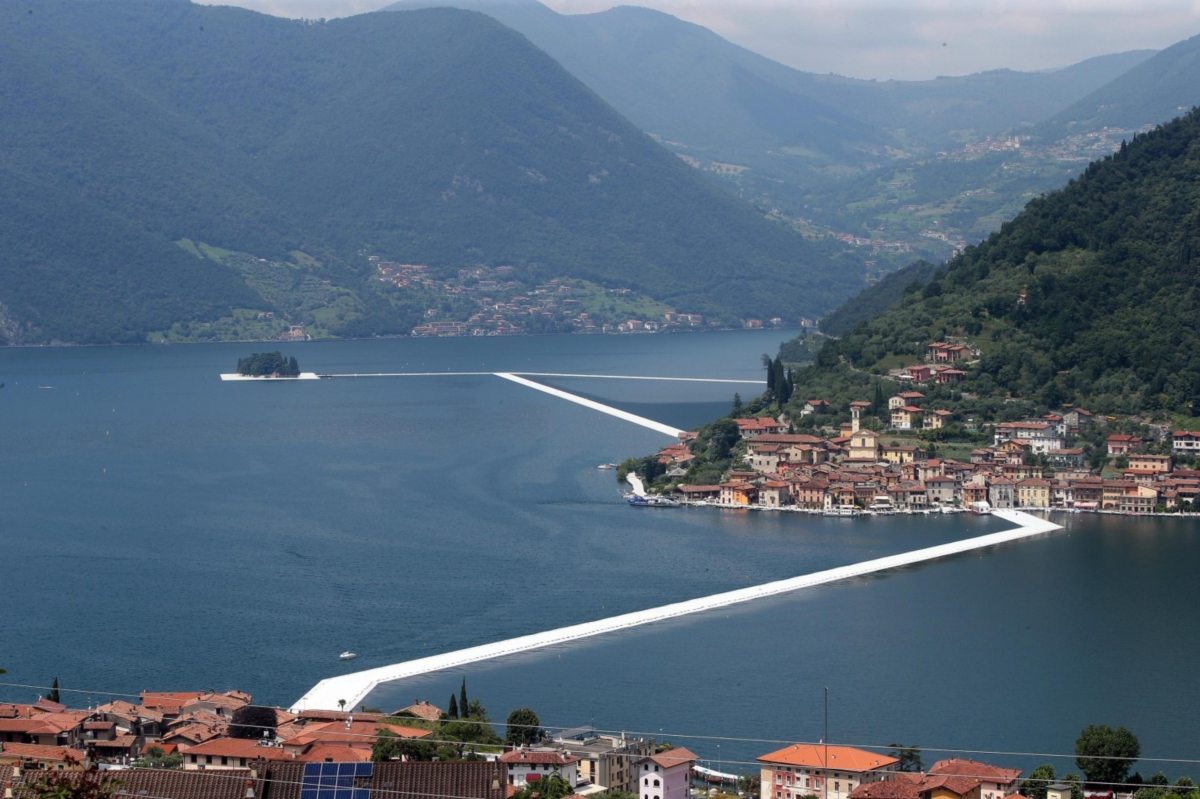 CHRISTO'S BRIDGE ON LAKE ISEO: THE MIRACLE OF THE FLOATING PIERS STARTING TODAY until July 3rd